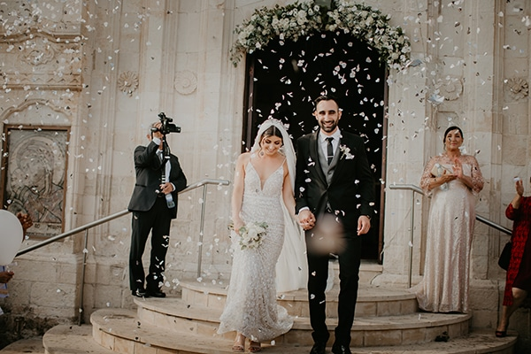 beautiful-summer-wedding-paphos-lush-flower-design-romantic-details_16