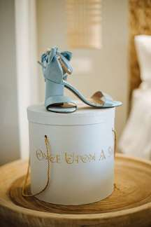 Νυφικα παπουτσια σε ιδιαιτερο χρωμα