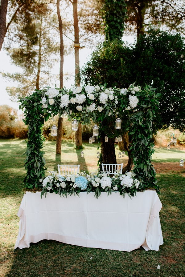 fairytale-summer-wedding-athens-lush-greenry-fairylights_17x