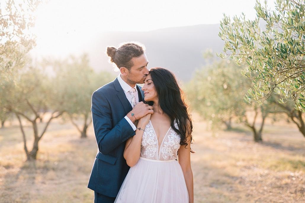 Πανέμορφος καλοκαιρινός γάμος στην Κοζάνη με ροδακινί αποχρώσεις και bohemian λεπτομέρειες | Έφη & Ιωάννης