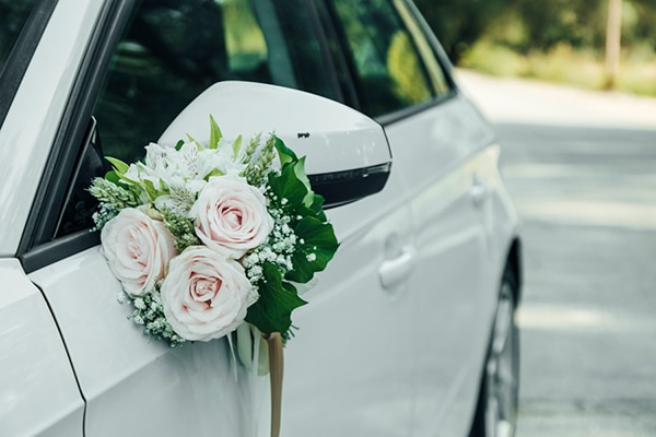 romantic-wedding-flowers-soft-hues-wooden-details_08