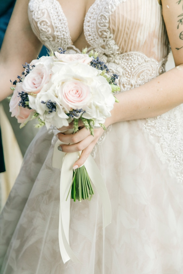 romantic-wedding-flowers-soft-hues-wooden-details_16