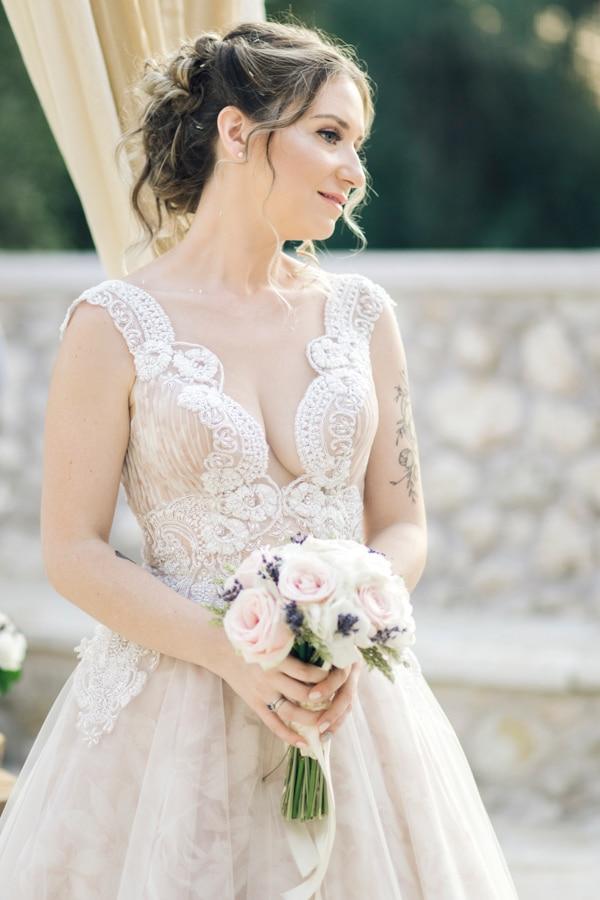 romantic-wedding-flowers-soft-hues-wooden-details_19