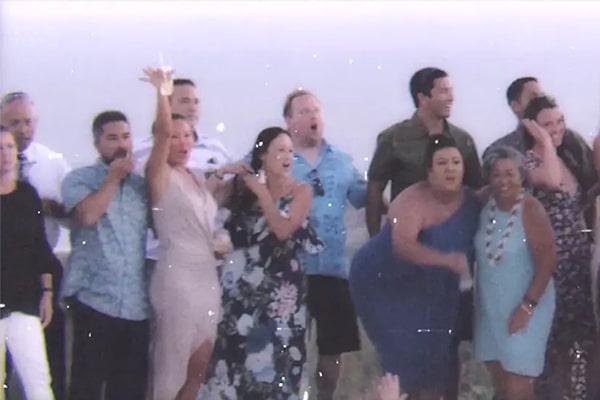 Ρομαντικό βίντεο καλοκαιρινού γάμου στη Σαντορίνη με θέα το γαλάζιο της θάλασσας
