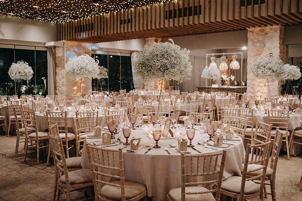 Εντυπωσιακή διακόσμηση γάμου με σύννεφα από γυψοφύλλη