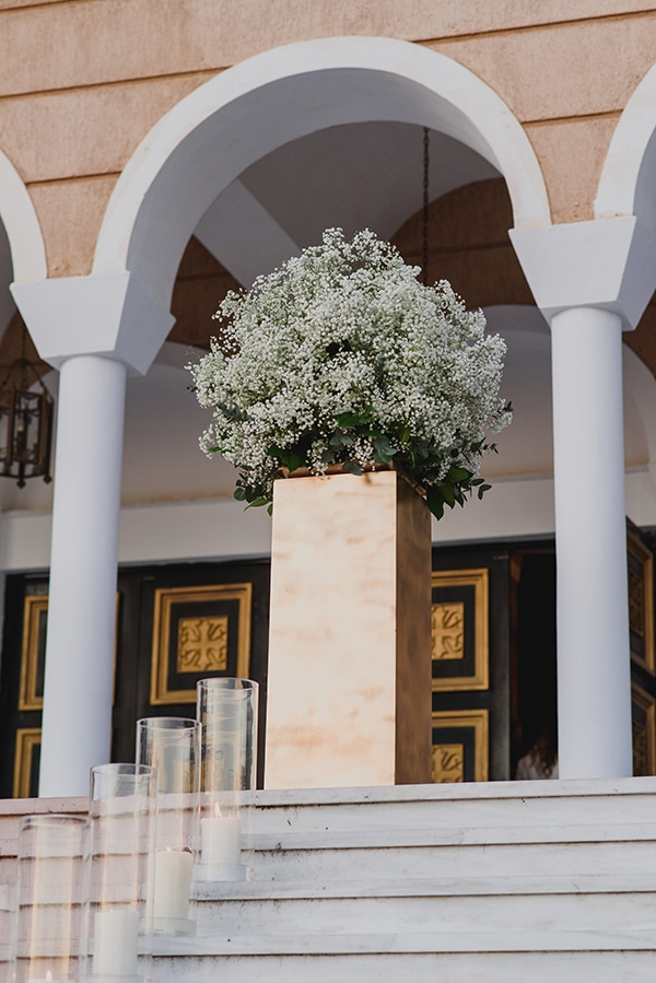 wedding-decoration-gypsophila-candles-gold-details_03