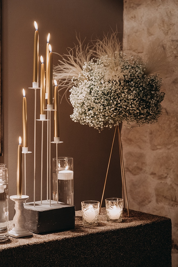 wedding-decoration-gypsophila-candles-gold-details_12