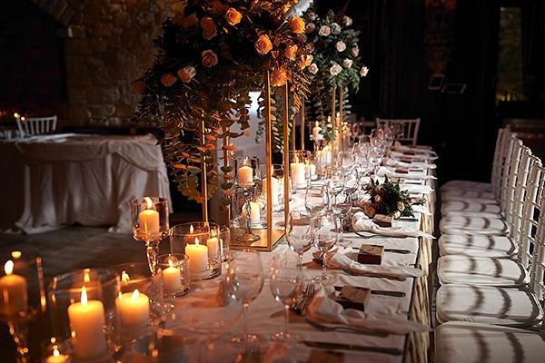 Ιδεες διακοσμησης γαμου με κερια και μπορντο αποχρωσεις