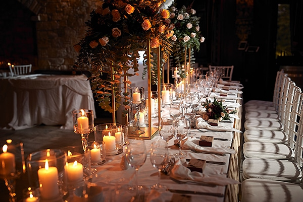 wedding-decoration-ideas-candles-burgundy-hues_03x