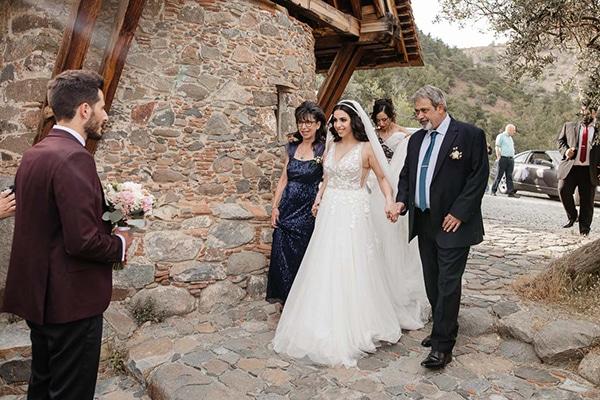 beautiful-summer-wedding-village-rustic-details_13