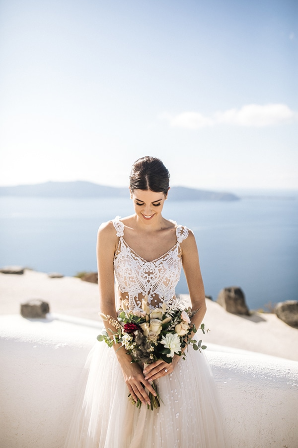 breathtaking-styled-shoot-board-magnificent-view-caldera-santorini-endless-blue-sea_02