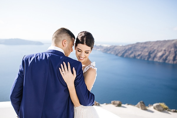 breathtaking-styled-shoot-board-magnificent-view-caldera-santorini-endless-blue-sea_03