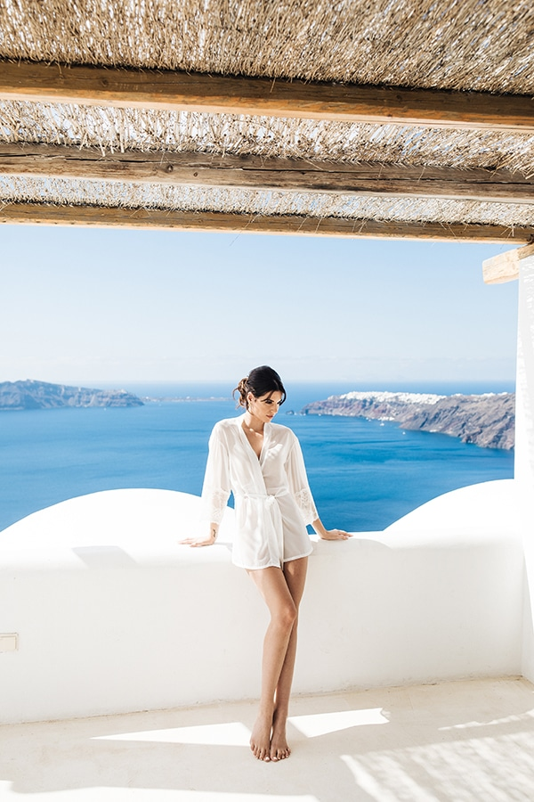breathtaking-styled-shoot-board-magnificent-view-caldera-santorini-endless-blue-sea_05