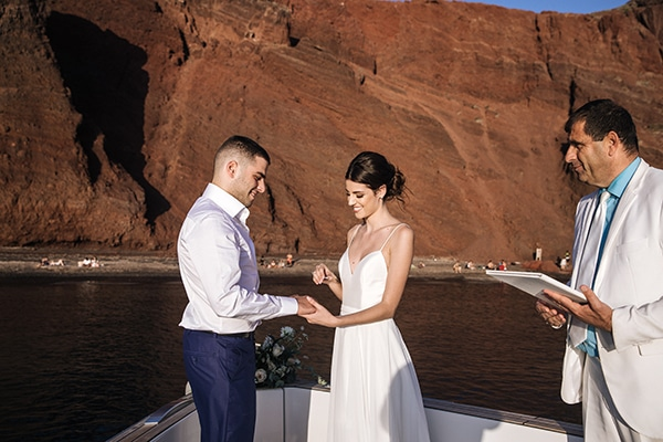 breathtaking-styled-shoot-board-magnificent-view-caldera-santorini-endless-blue-sea_15