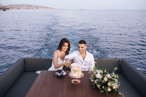 breathtaking-styled-shoot-board-magnificent-view-caldera-santorini-endless-blue-sea_19