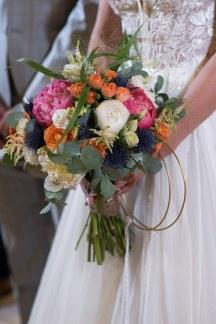 Νυφικη ανθοδεσμη με πολυχρωμα λουλουδια