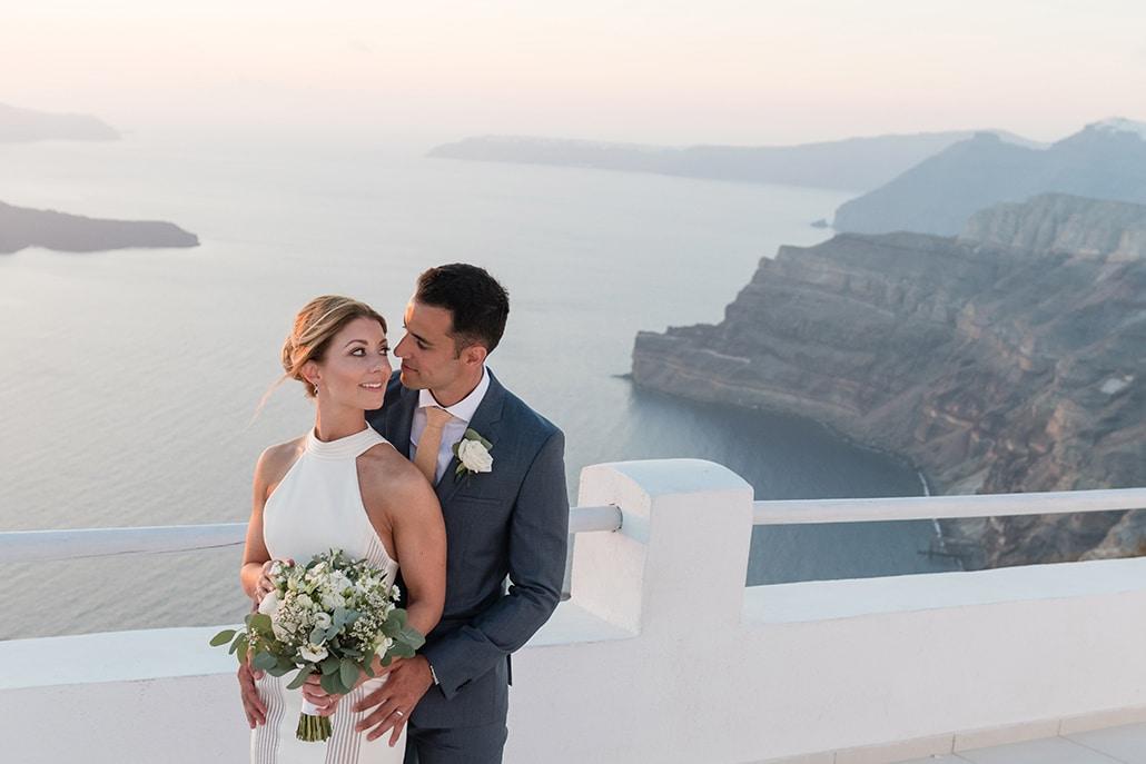 Chic & elegant γάμος στη Σαντορίνη με λευκά άνθη | Nikki & Kiran
