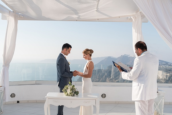 chic-elegant-wedding-santorini-white-florals_08