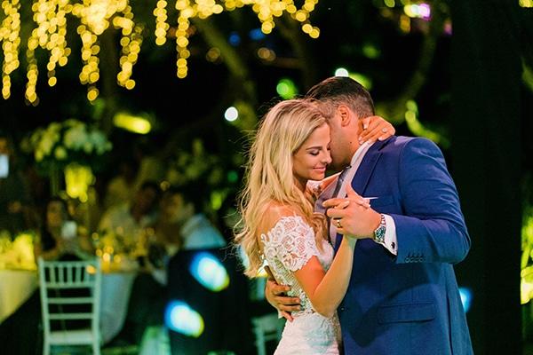 Ονειρικος elegant γαμος στην Αθηνα με λευκα ανθη και fairy lights | Michelle & Neoptolemos