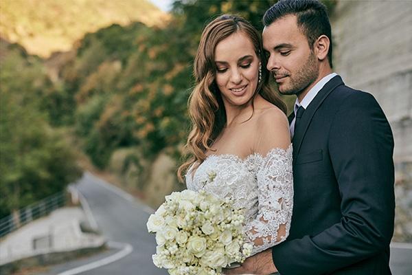 Παραμυθένιος χειμωνιάτικος γάμος στη Λευκωσία με πλούσιο ανθοστολισμό σε λευκές και πράσινες αποχρώσεις | Μαρία & Νίκος