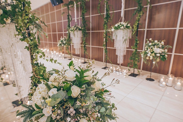fairytale-winter-wedding-lush-floral-designs-white-green-hues_16