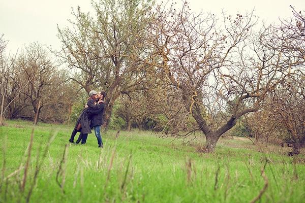 romantic-anniversary-shoot-park-kifisia_10