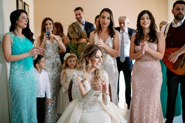romantic-elegant-fall-wedding-nicosia-white-flowers-greenery_11