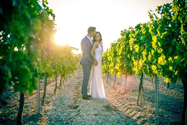 Ρομαντικος φθινοπωρινος γαμος στην Παφο με pampas grass