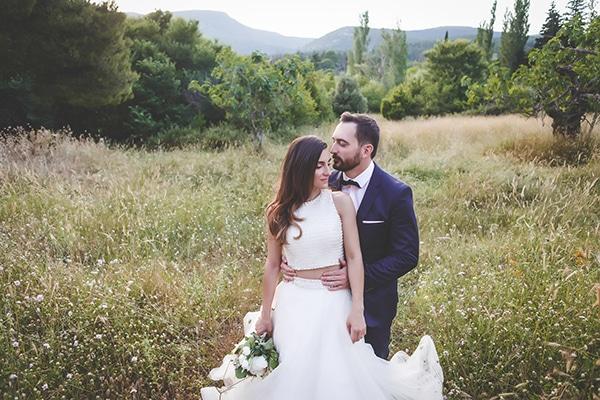 Καλοκαιρινός γάμος με λευκές παιώνιες και τριαντάφυλλα | Φρόσω & Κώστας