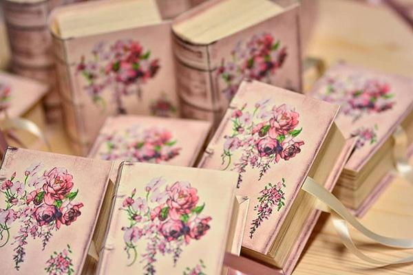 Πρωτοτυπα χειροποιητα custom made κουτακια - βιβλιαρακια ως δωρακια η μπομπονιερες γαμου