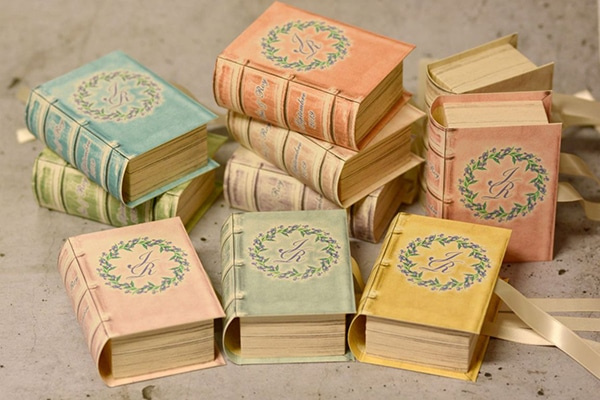 unique-handmade-custom-made-boxes-books-wedding-gifts-favors_06x