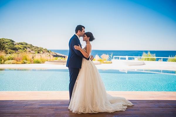Όμορφος καλοκαιρινός γάμος σε λευκές και μωβ αποχρώσεις | Άννα & Νίκος