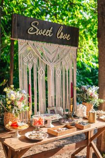 Boho candy table με μακραμέ