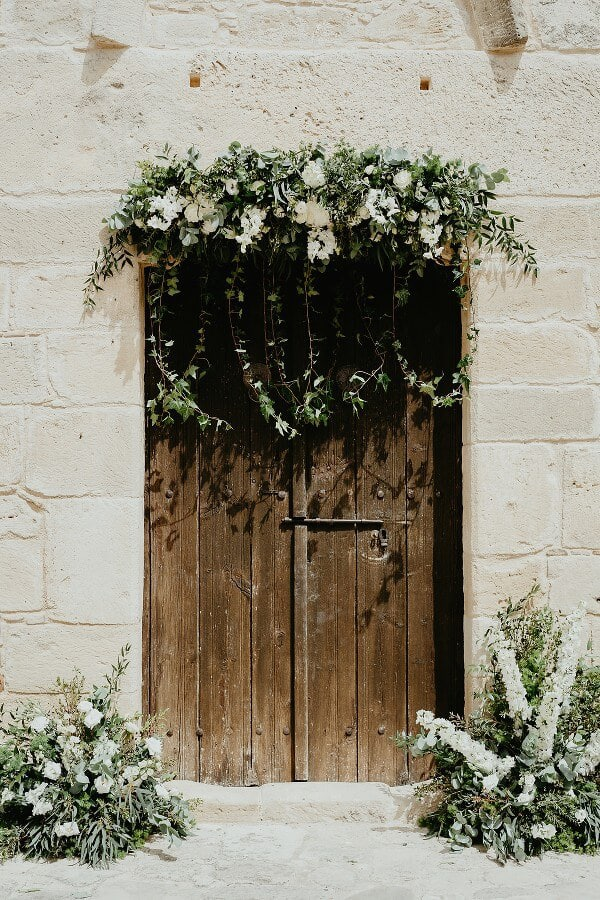 church-entrance-decoration-ideas-we-love_03