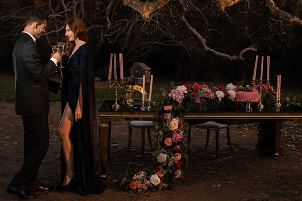 elegant-winter-styled-shoot-athens-gold-details-mirrors-mystical-atmosphere_11