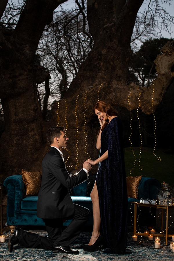 elegant-winter-styled-shoot-athens-gold-details-mirrors-mystical-atmosphere_12