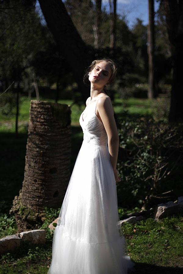 flowy-wedding-creations-ultra-romantic-bridal-look-new-bridal-collection-eleni-kollarou_09x