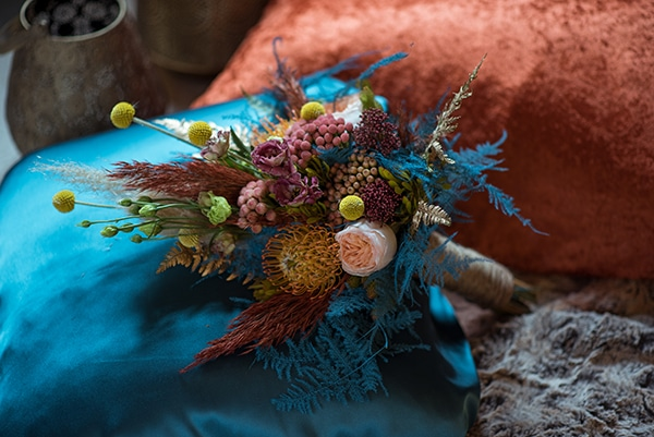 montern-bohemian-wedding-ideas-decoration-pampass-grass-exotic-flowers-vivid-colors_05