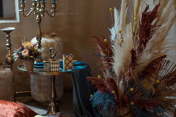 montern-bohemian-wedding-ideas-decoration-pampass-grass-exotic-flowers-vivid-colors_05x