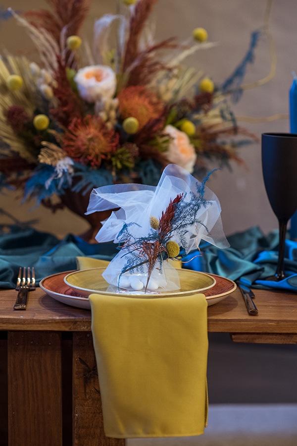 montern-bohemian-wedding-ideas-decoration-pampass-grass-exotic-flowers-vivid-colors_07x