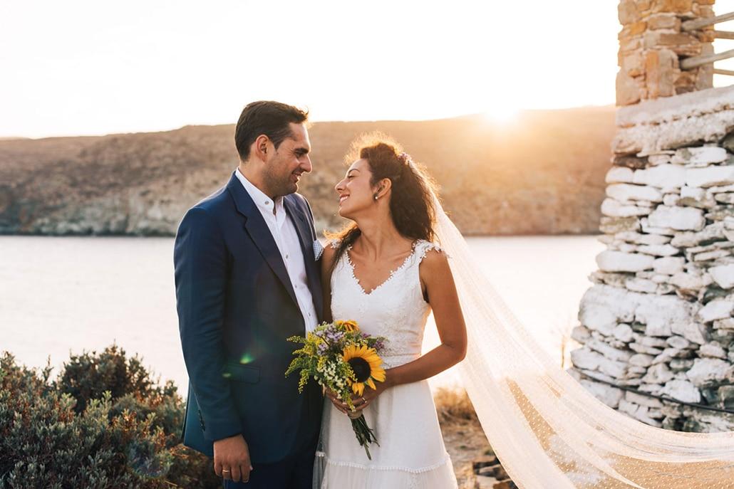 Ρομαντικός φθινοπωρινός γάμος στην πανέμορφη Κύθνο με ηλιοτρόπια και λουλούδια του αγρού │ Ιωάννα & Σάκης