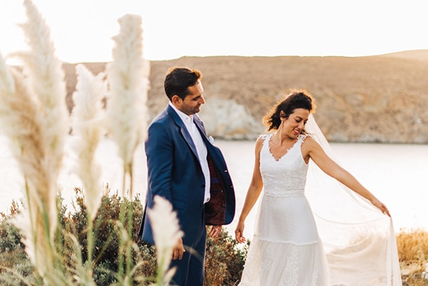romantic-fall-wedding-beautiful-kythnos-sunflowers_01x