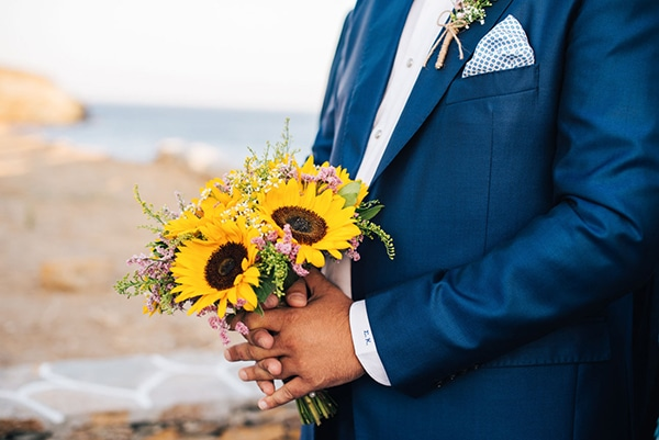 romantic-fall-wedding-beautiful-kythnos-sunflowers_07x
