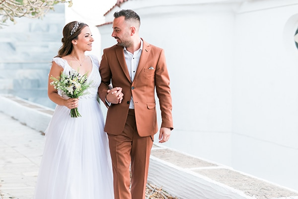 Νησιώτικος ρομαντικός γάμος στην όμορφη Τήνο με string lights και μποέμ στοιχεία │ Mαριλένα & Νίκος