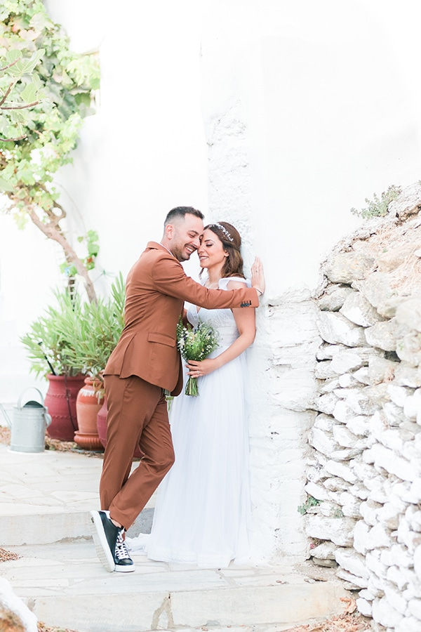 romantic-greek-island-wedding-tinos-string-lights-bhemian-elements_02x