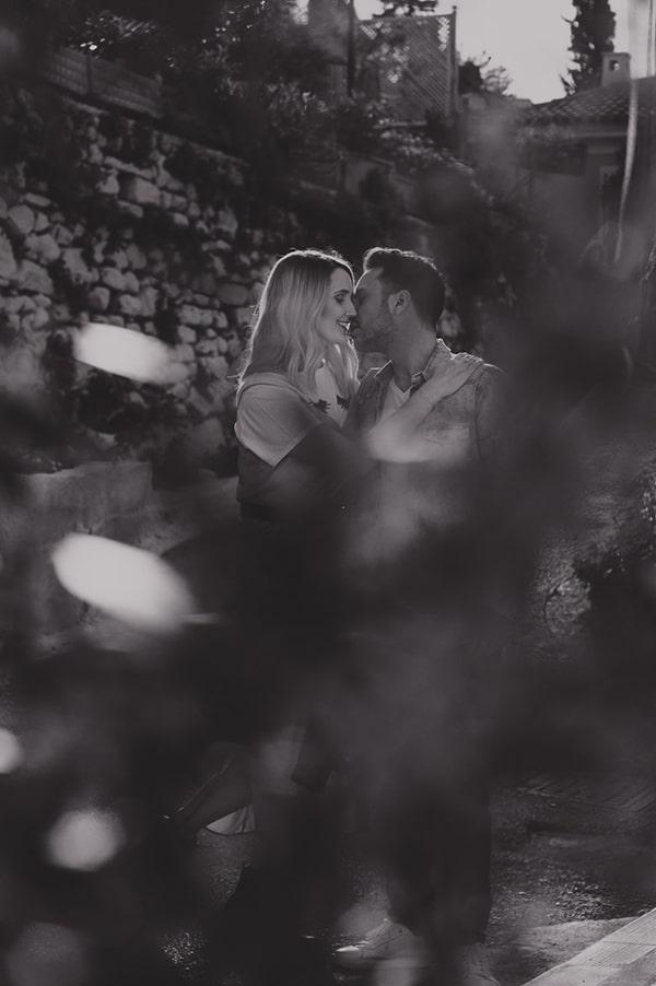 romantic-prewedding-photoshoot-picturesque-alleys_03x