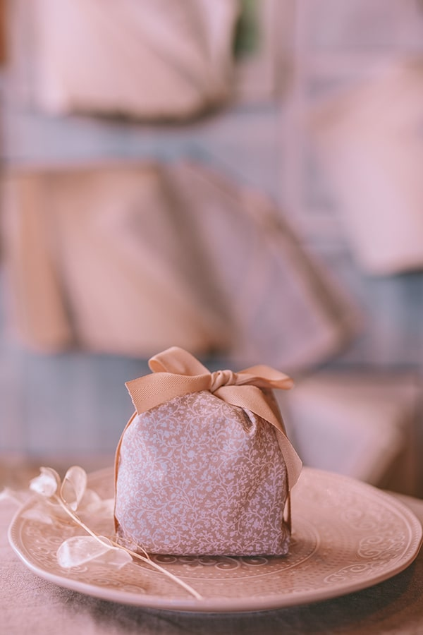 styled-shoot-lunaria-pale-colors_10z