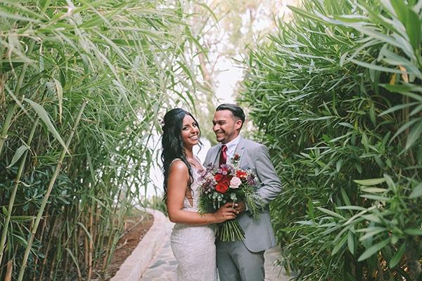 Μοναδικός σικάτος γάμος στην Αθήνα με μπορντό πινελιές | Kristina & Chris
