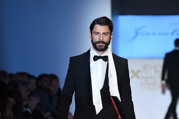 Μοναδικά κοστούμια για μια κομψή γαμπριάτικη εμφάνιση | Giannetos