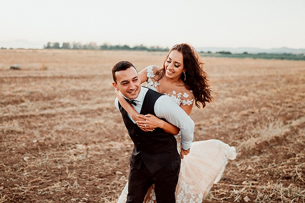 Πανέμορφος ρουστίκ καλοκαιρινός γάμος στην Πάφο